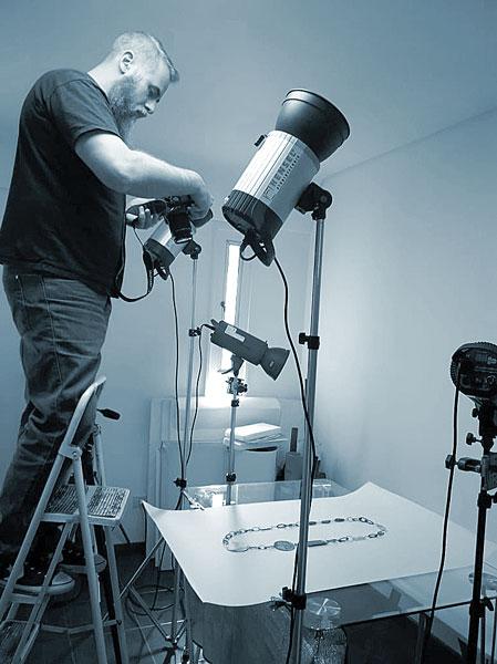 Damian Wasser en sesion fotografica de productos