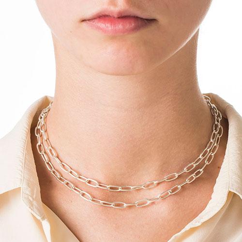 cadena-plata-collar-con-modelo